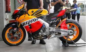 1000 cc RC 213 V in Repsol colors